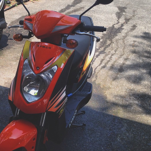 Frontal photo of a Big Island Kona Moped Rentals Hawaii