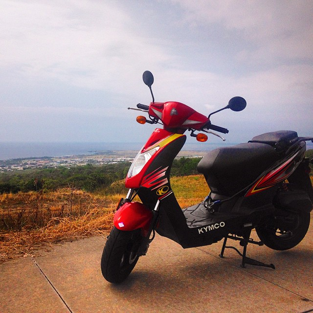 KYMCO AGILITY Kona Moped Rental taking in a nice view